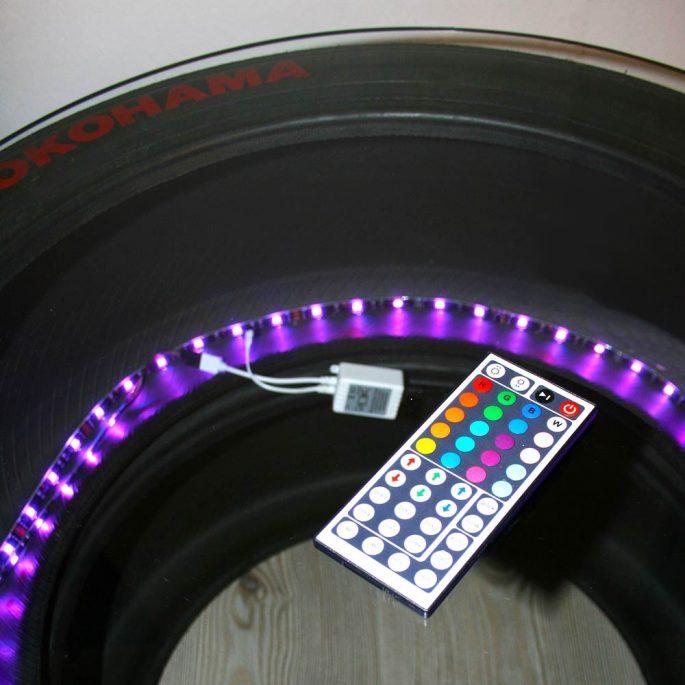 Dekotisch Sportreifen mit LED-Beleuchtung und Autogramm