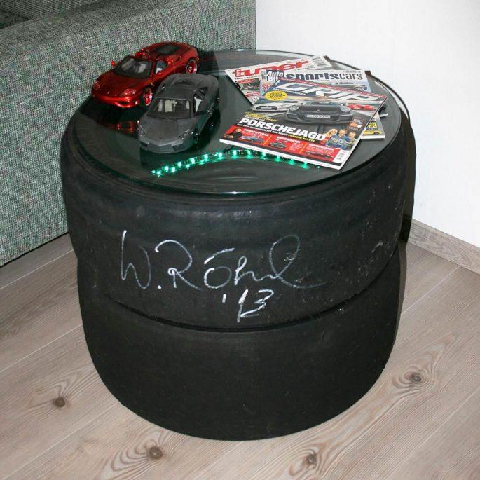 Dekotisch Sportreifen mit LED-Beleuchtung und Autogrammv